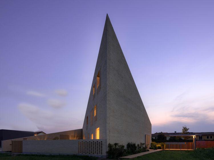 Una delle 9 ville passive di Jesolo dalla forma triangolare