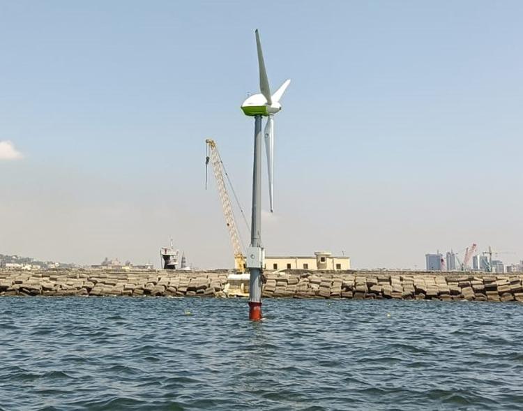 """Il prototipo """"Hexafloat"""", primo esempio di turbina eolica galleggiante del Mediterraneo a MaRELab"""