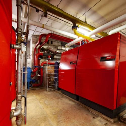 Hoval UltraGas® 1300D per la riqualificazione della centrale termica in condominio