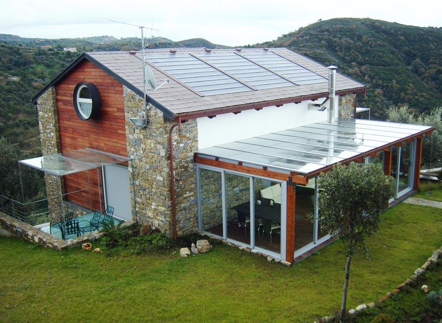 Tegosolar, la tegola fotovoltaica di Tegola Canadese, si integra architettonicamente nei manti di copertura