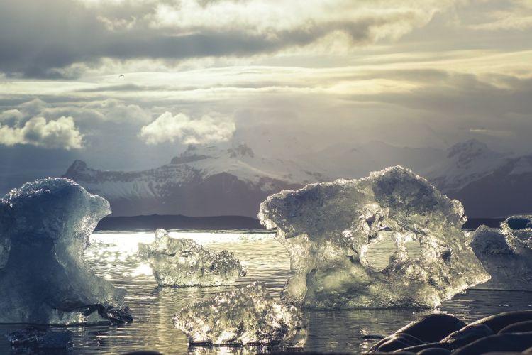 L'Artico sotto minaccia, dal clima alle popolazioni locali. Si muove l'Europa: portare la pace